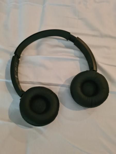 Sony headphones MDR-ZX330BT