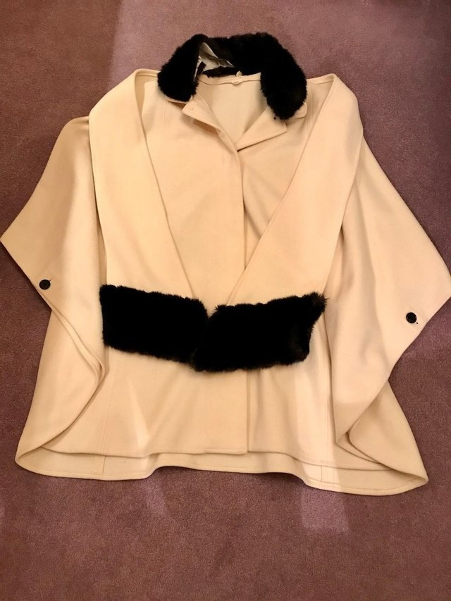 Wool and Cashmere Italian Cape.One size.
