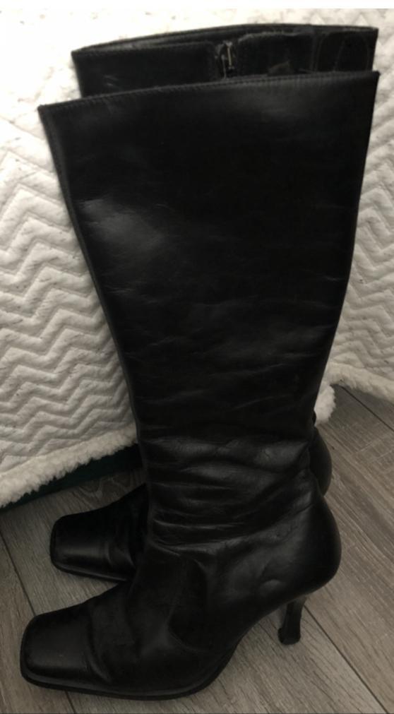 Lady's 3/4 length black/dark brown slim legged boots size 5