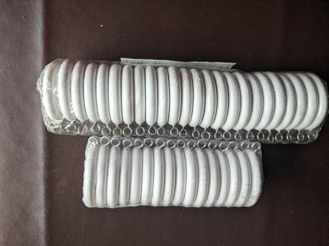 40 NEW CURTAIN RINGS WHITE PLASTIC 1 3/8 INS 34CMS INSIDE DI