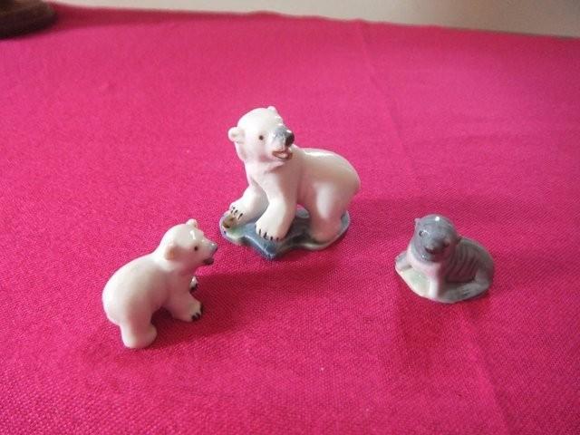 Vintage Wade Polar Bear & Cub anda Seal Ceramic Glazed Ornam