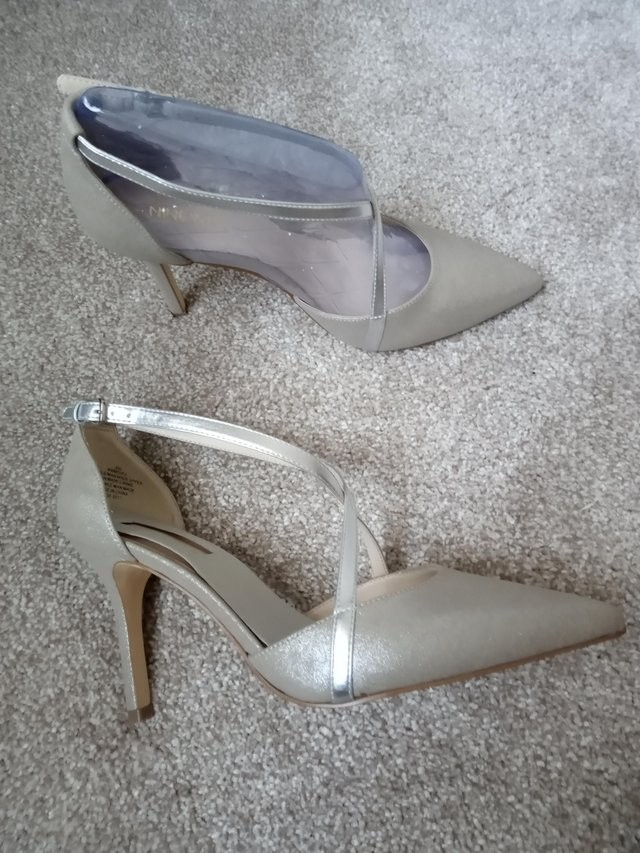 New Nine West Silver Strappy Shoes Size 6