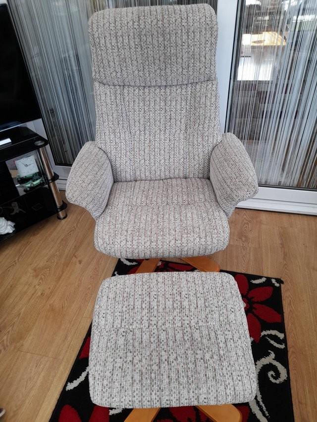 Recliner swivel chair