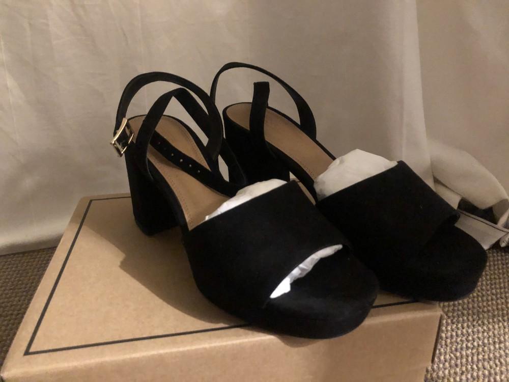 Sandales à talon compensé en daim taille 38