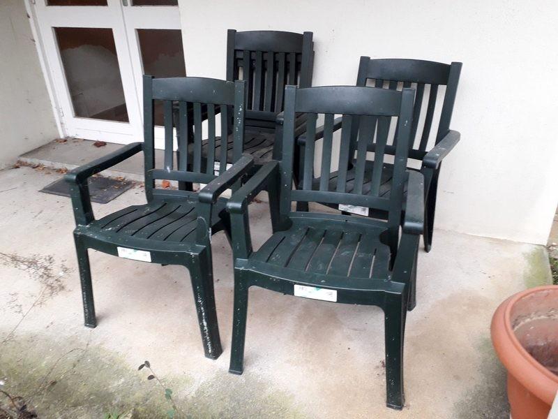 Lot de 4 chaises de jardin en plastique
