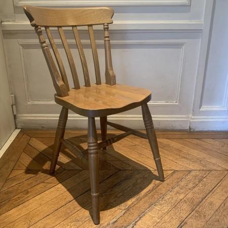 Chaise en bois ancien