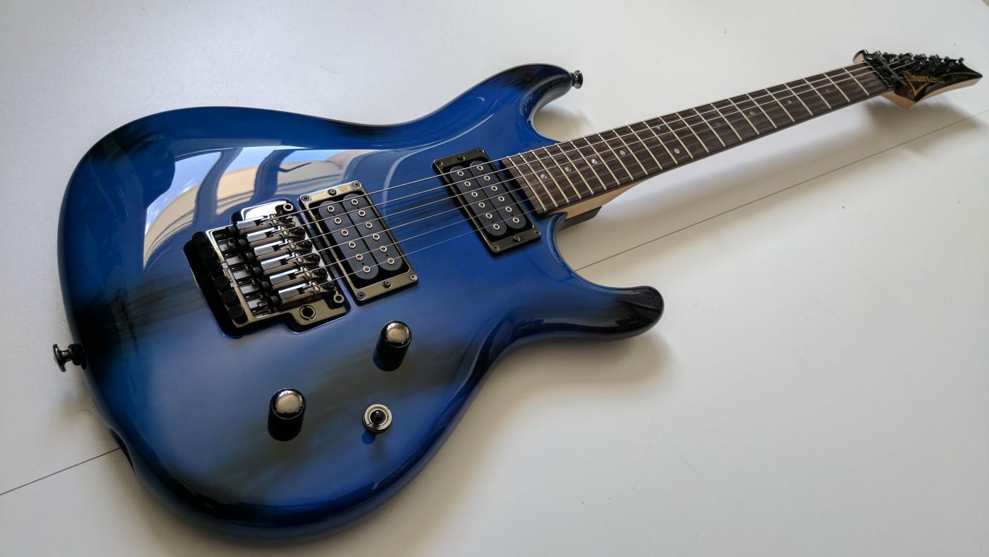 Guitare électrique Ibanez noire