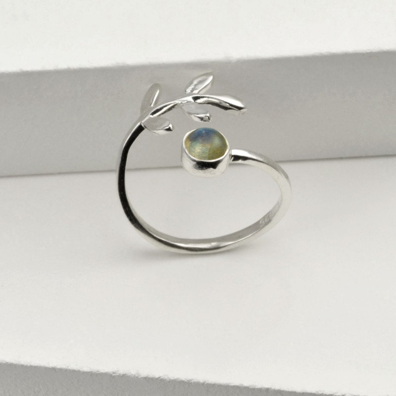 Adjustable Labradorite and Leaves Ring in Sterling Silver