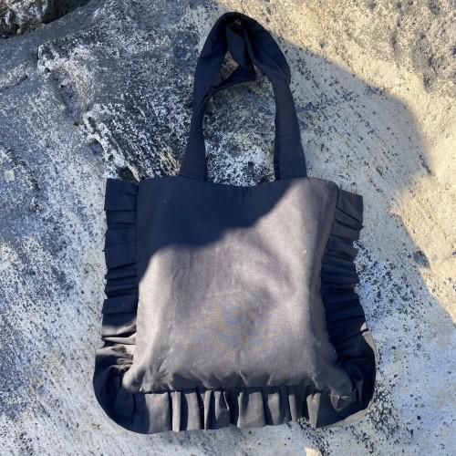 Large ruffle bag