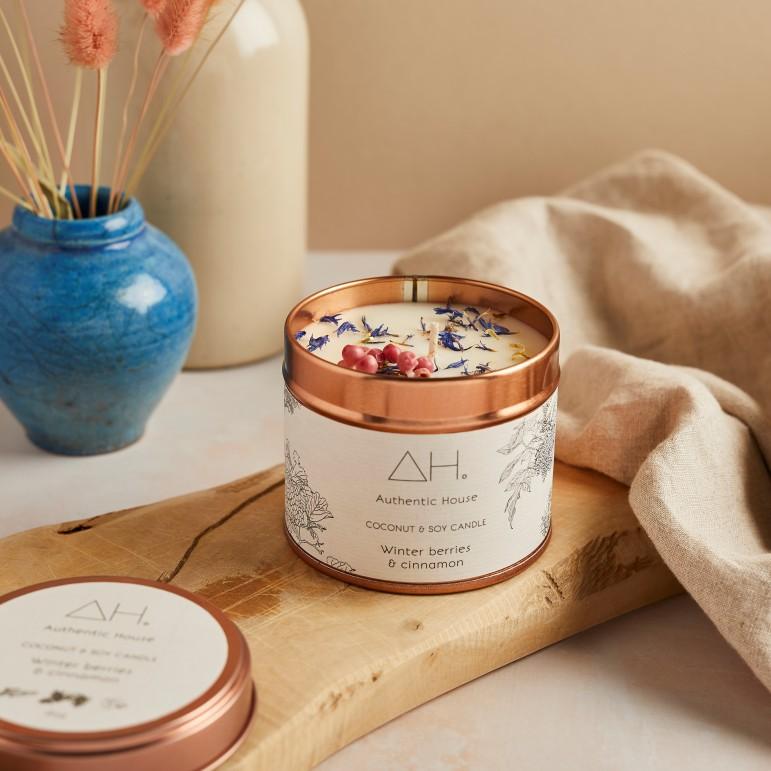 Large winter berries & cinnamon candle