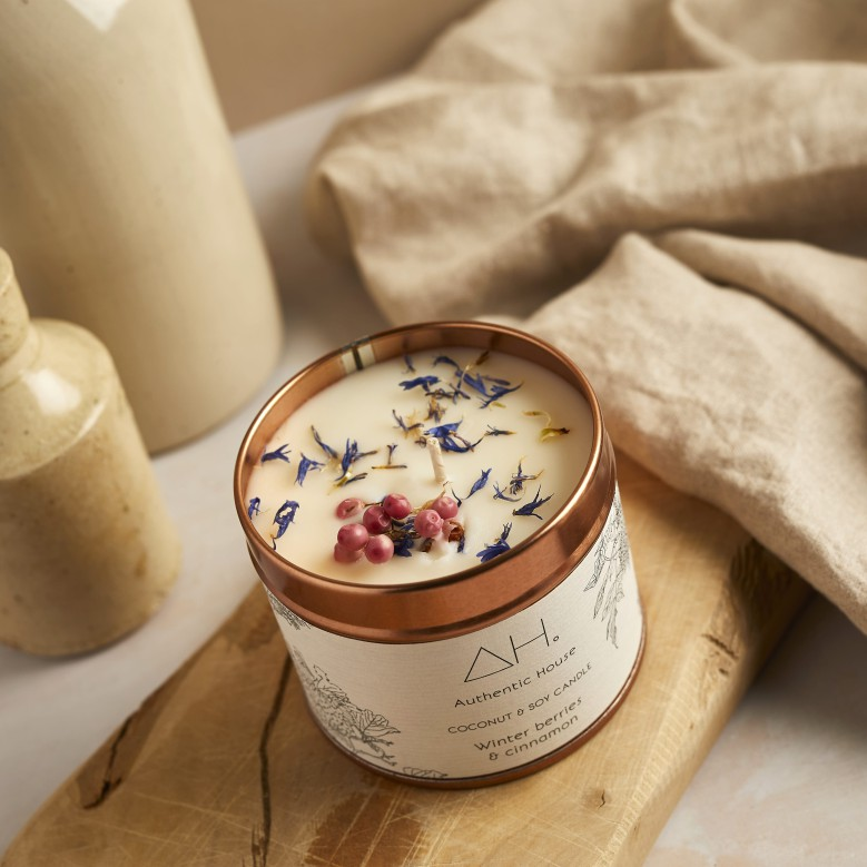 Large winter berries & cinnamon candle 5
