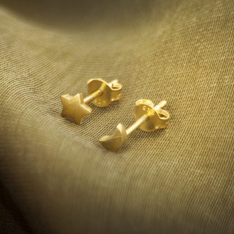 Moon and Star Studs Earrings in Gold Vermeil 2