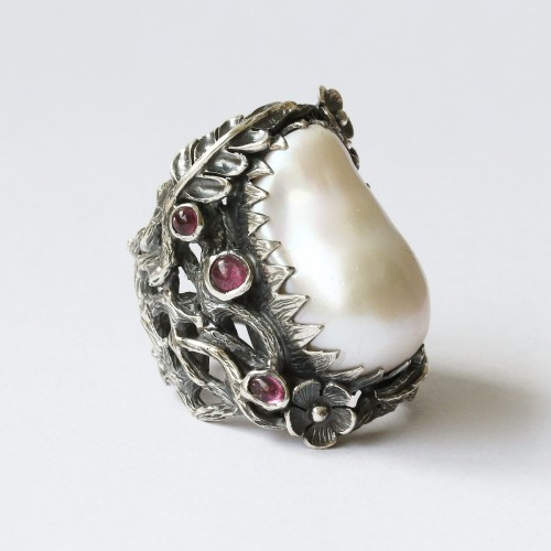 Mystic Innocence Ring with Mother of Pearl