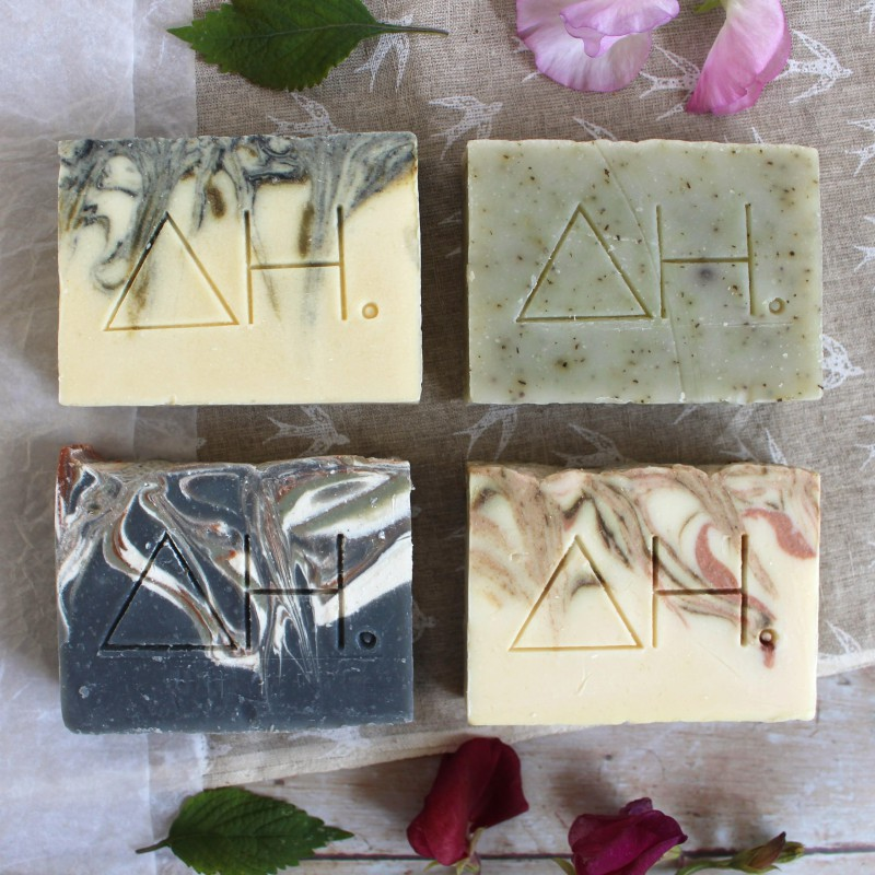 Set of 4 soap bars and bag