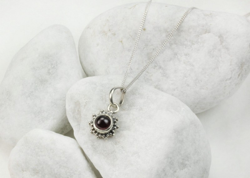 Star Motif Pendant Necklace with Garnet in Sterling Silver