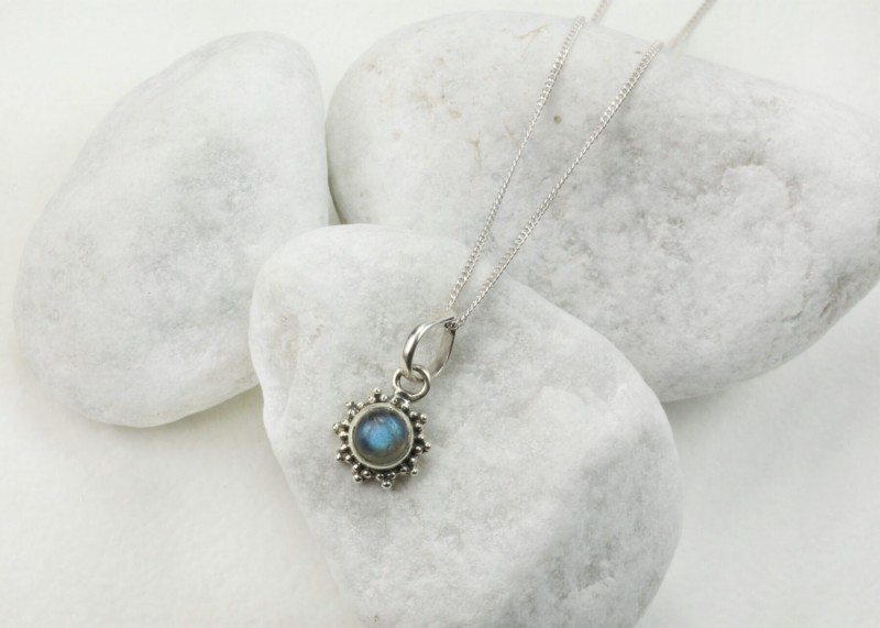 Star Motif Pendant Necklace with Labradorite in Sterling Silver