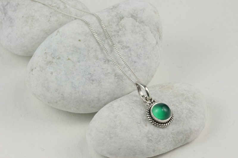 Twisted Wire Round Pendant Necklace with Green Onyx in Sterling Silver